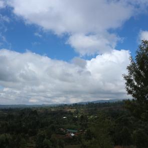 Näkymät alas kyliin Kilimanjarolta